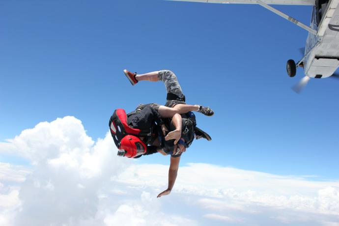 Fallschirmspringer starten wieder