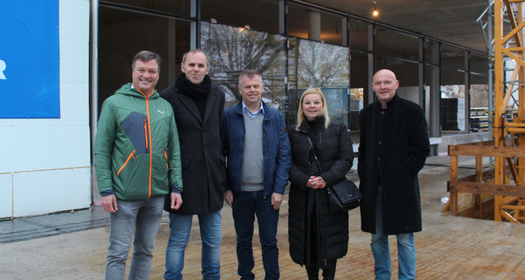 Firstfeier für Neubau der Volksschule